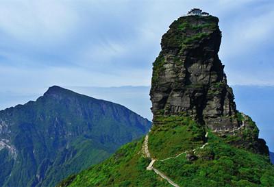 普陀山,峨眉山,九华山并称为中国五大佛教名山,是弥勒菩萨的道场.